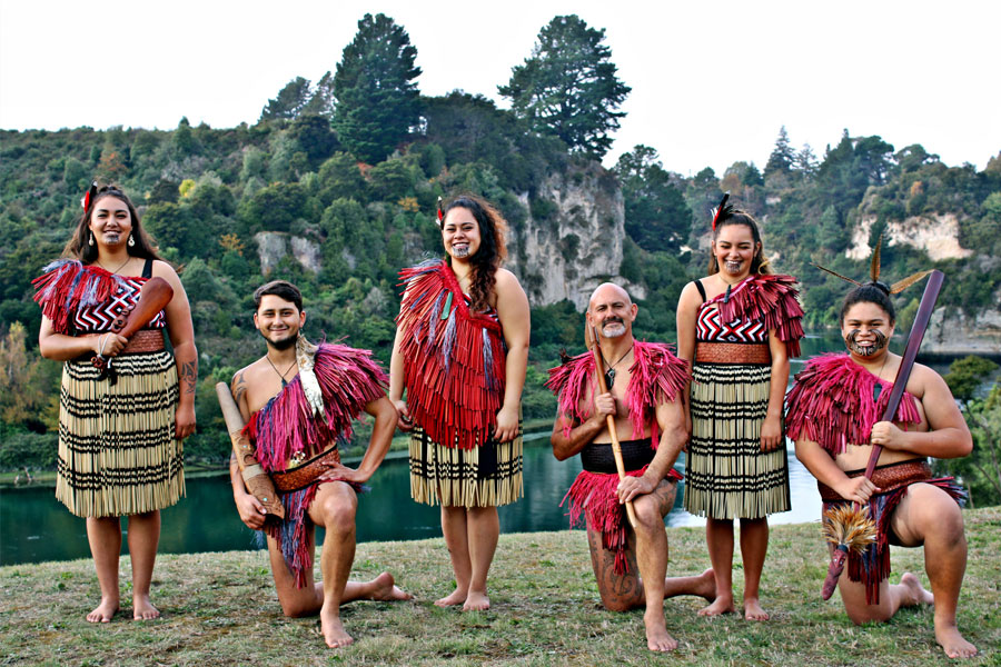 the maori culture Māori are the tangata whenua – the people of the land in over 700 years of settlement, they have shown an extraordinary ability to adapt first to a new environment and then to the arrival of european immigrants and culture.